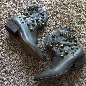 Zigi NY Studded Teal Grey Leather Booties size 8.5